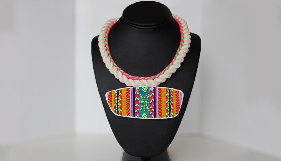 collar Verushka Stevens